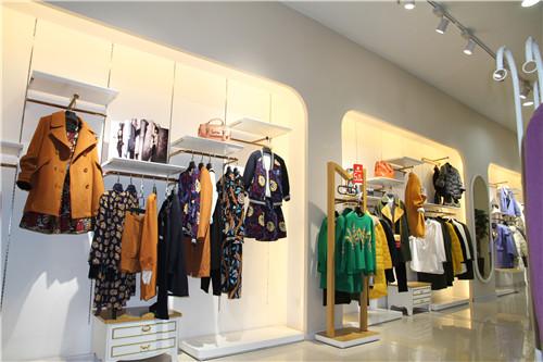 衣叁唯品品牌店
