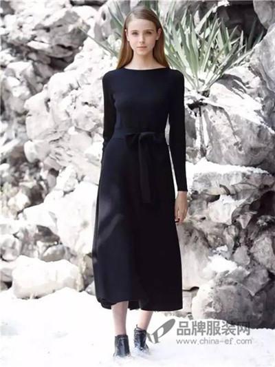 女士黑色长款连衣裙