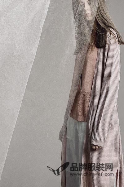 意澳女装 都市女性对时尚的追求 简约而不脱俗