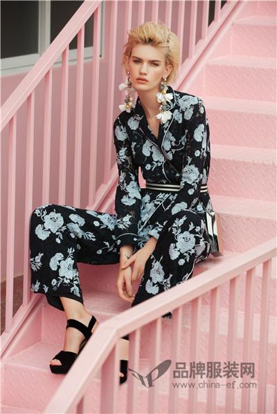 完美诠释都市女性生活细节中的优雅、淡定与自信 朗黛国际女装