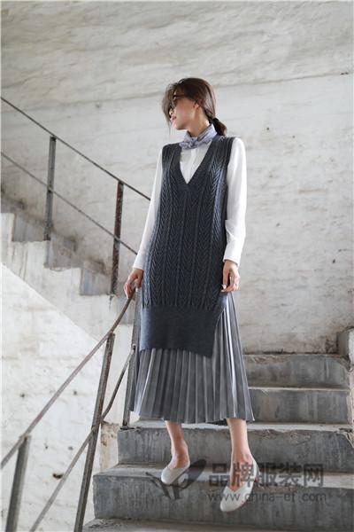 范可儿女装2017秋季宽松v领无袖毛针织衫