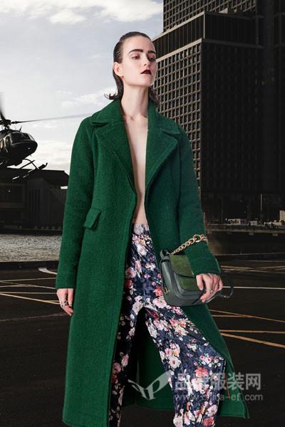 卡布依女装  借助服装来为一些喜爱自由的女士创造