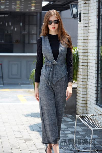金蝶茜妮女装2017秋冬时尚百搭深V连衣裤