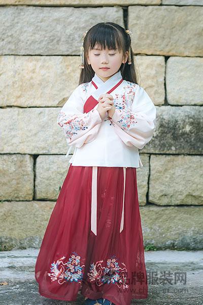初立童装复古红色唐装