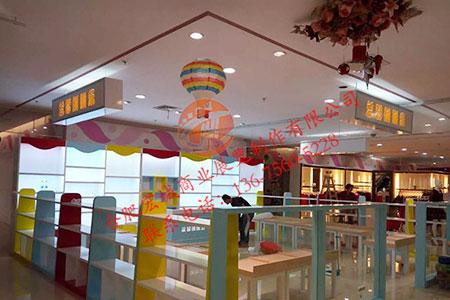 宏城展柜设计——童装展柜
