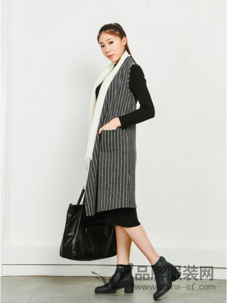 卡凡衣诺女装2017秋冬西装领羊毛经典条纹无袖外套