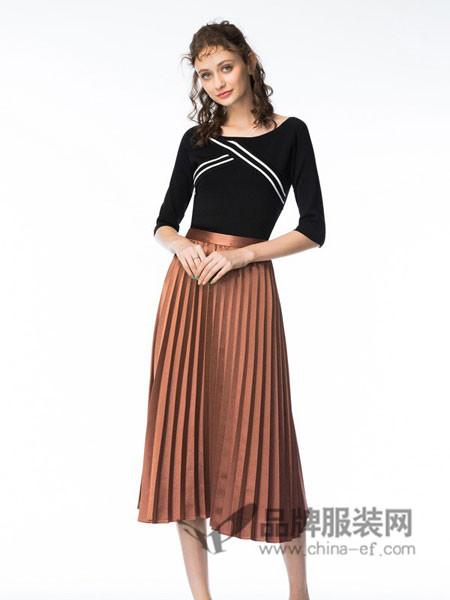 她啦(taitiat)女装2017秋冬吊带露肩风琴褶连衣裙