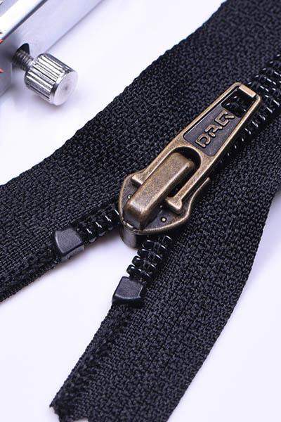 大器拉链DAQ品牌:特殊金属拉链,TPU防水拉链个性定制订做