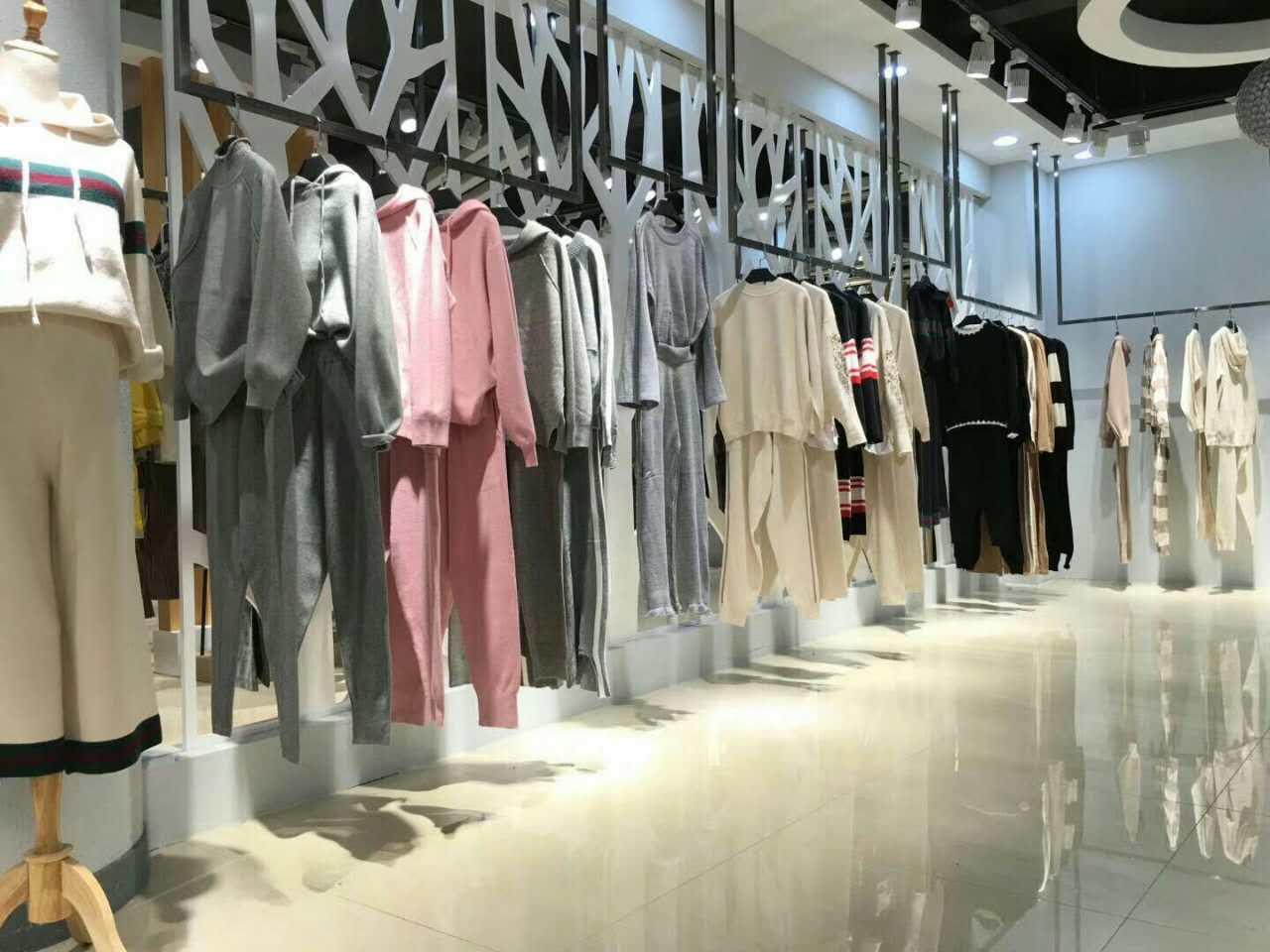 踢街全球共享轻奢品牌女装连锁,诚招加盟!