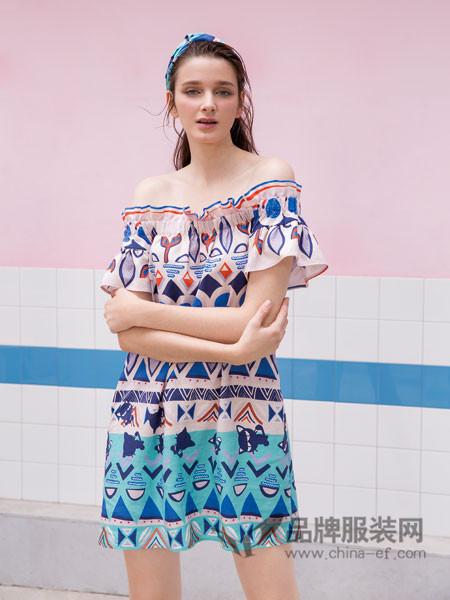 水淼SHUIMIAO女装2018春夏时尚碎花一字领雪纺连衣裙