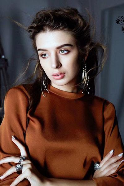 慕之淇时尚女装加盟  研发着属于中国时装的形象语言