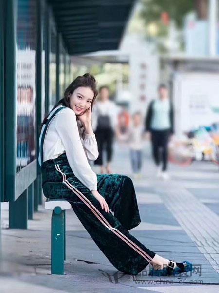 季候风女装2018春夏修身收腰背带裤