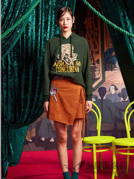 密扇女装金属铆钉刺绣标系带麂皮半身裙