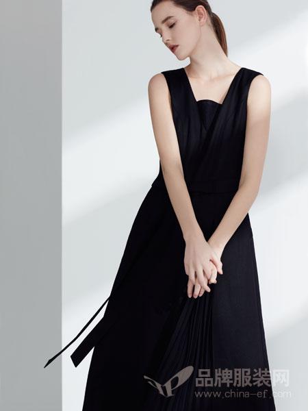 名实女装2018春夏时尚修身纯黑色连衣裙