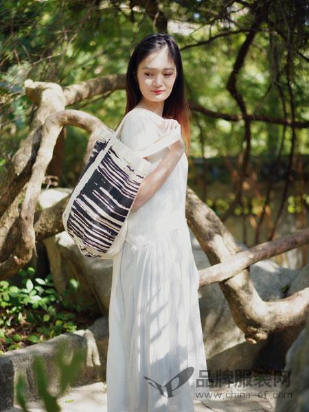底色女装2018春夏时尚修身纯白色连衣裙