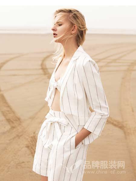 朗黛国际女装2018春夏时尚条纹修身套装