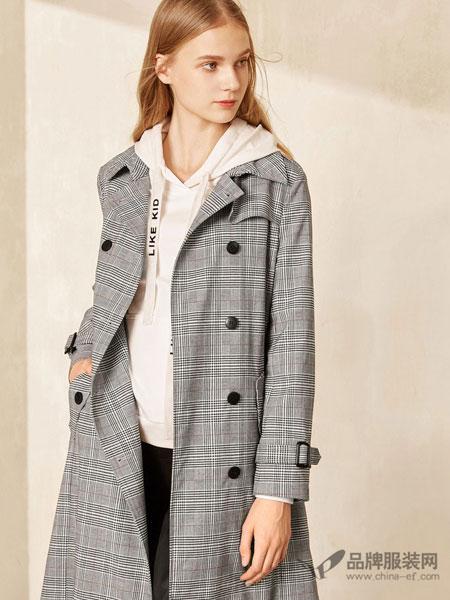 布莎卡女装2018春时尚英伦风翻领苏格兰纹双排扣中长款风衣外套