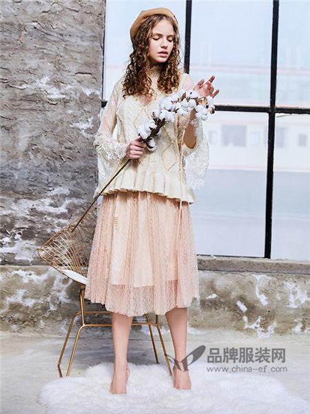 洛丽.帕女装2018春时尚欧式喇叭袖镂空上衣