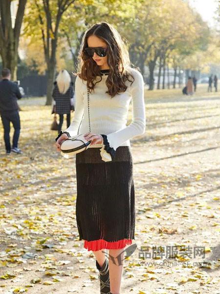 柒秀服饰女装2018春时尚简约百搭花边喇叭袖针织上衣