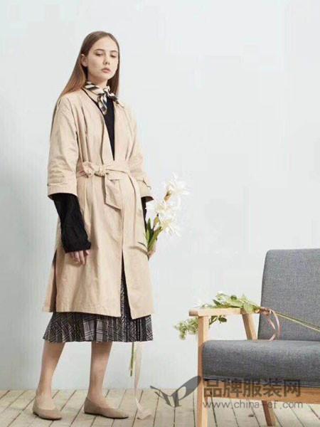 毕厶迦女装2018春夏浪漫复古裙摆式风衣外套