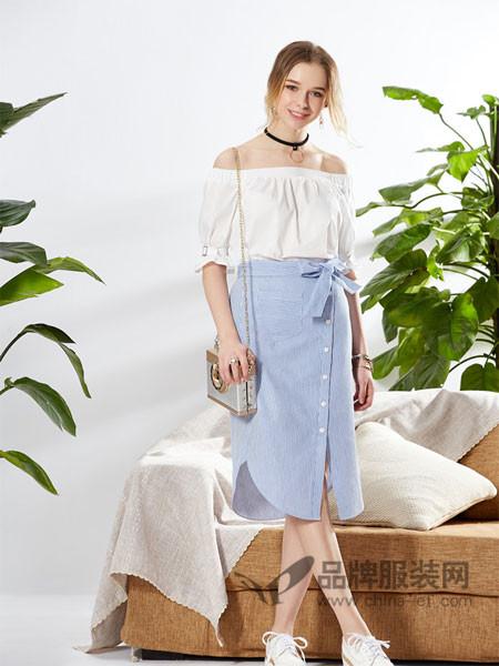 城市衣柜女装2018春夏欧式甜美一字领拼接开叉连衣裙