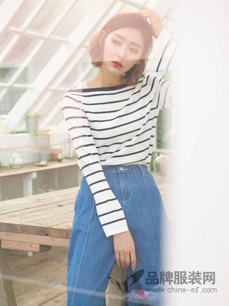 伽戈女装2018春夏显瘦条纹一字肩T桖