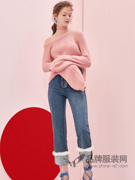 亦谷女装2018夏季粉色斜肩针织衫