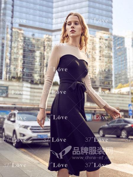 37°Love女装2018春夏时尚优雅收腰抹胸式连衣裙