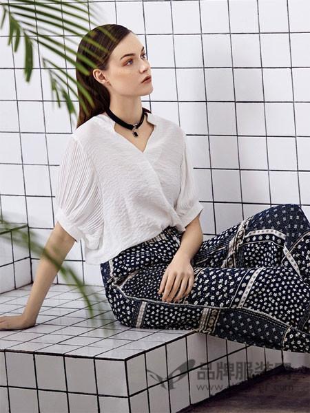 欧伊芮诗ZOEIRIS女装2018春夏针织V领时尚上衣