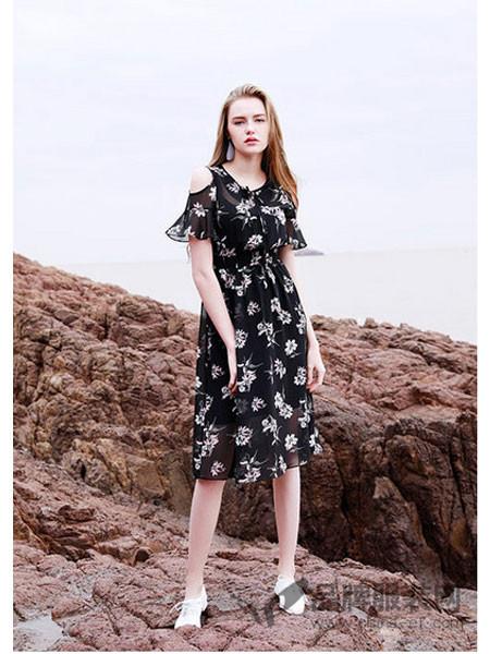 EMIVA艾蜜唯娅女装2018夏季黑色印花露肩高腰裙