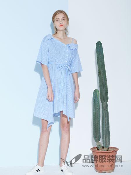 水淼SHUIMIAO女装2018春夏斜肩条纹不规则高腰长裙