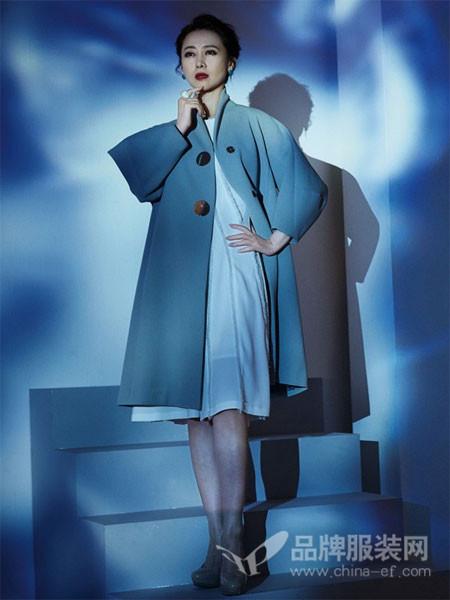 日播女装2018春夏蓝色宽松优雅气质外衣