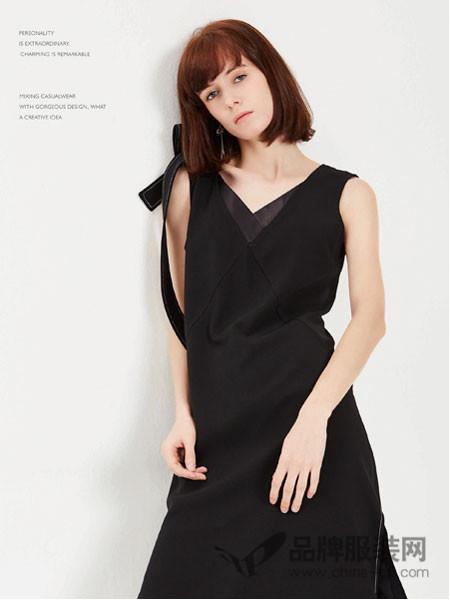蔓露卡女装2018春夏不规则露肩V领修身连衣裙