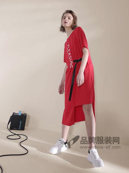 诉求女装2018春夏时尚休闲短袖字母不对称连衣裙
