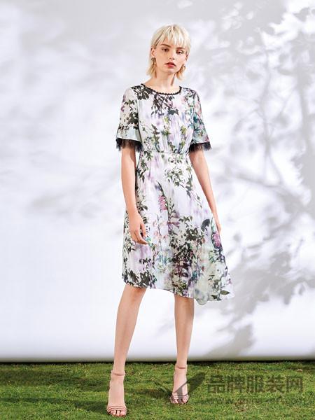 红凯贝尔精选女装2018夏季圆领花边时尚印花收腰连衣裙