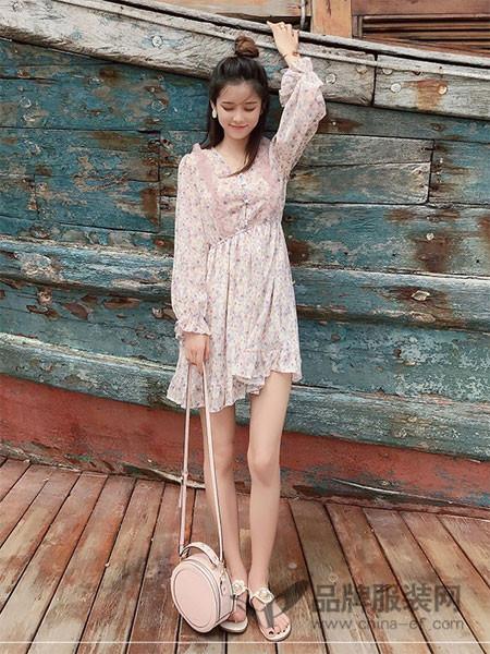 谜秀女装2018春夏收腰长袖微喇连衣裙