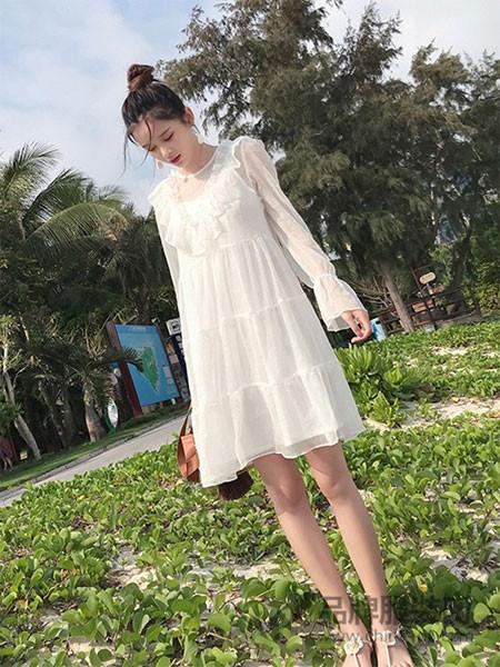 谜秀女装2018春夏纯色长袖喇叭袖宽松雪纺裙