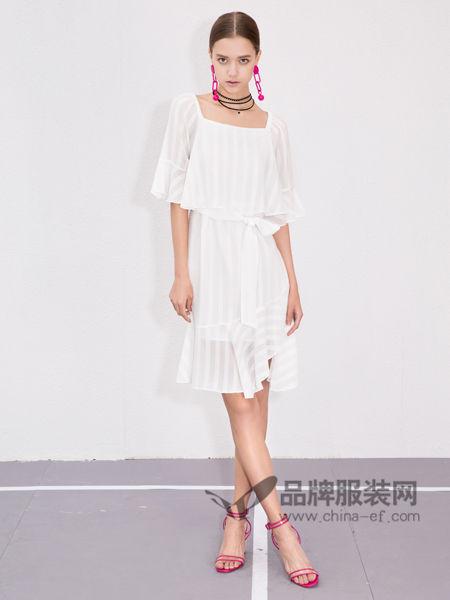 百图女装2018夏季款清纯甜美纯色短款休闲连衣裙