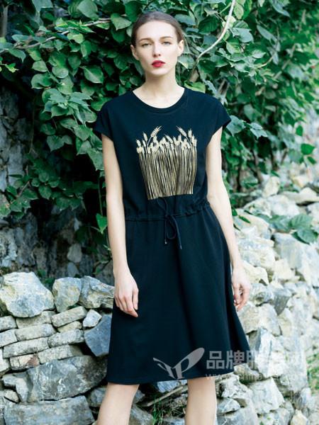 文果怡彩女装,塑造出具有都市现代感的个性女性形象