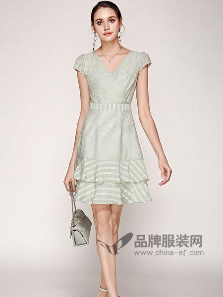 楚阁女装2018夏季时尚V领文艺秀气连衣裙