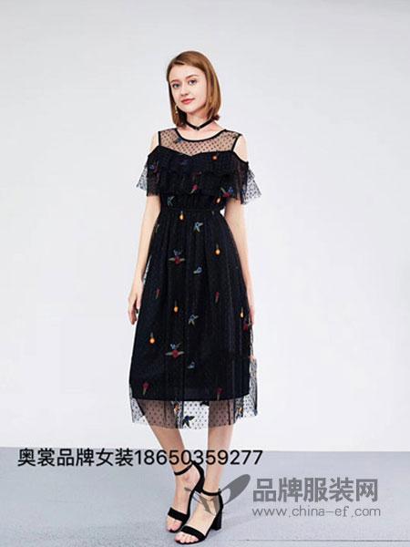 奥裳女装2018春夏新款韩版修身显瘦露肩刺绣连衣裙中长款夏季小黑裙