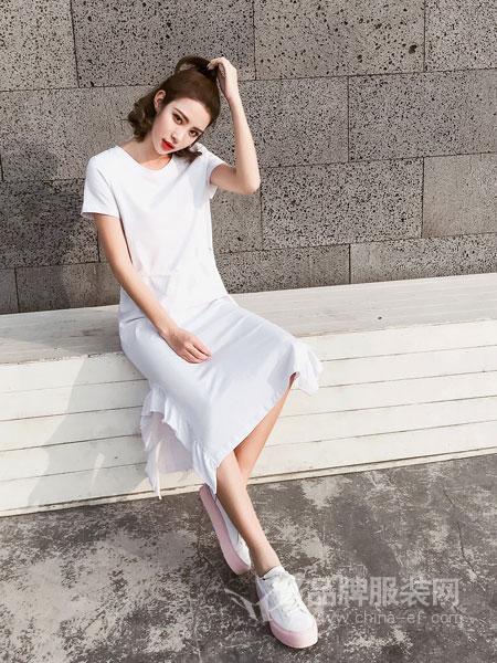 3℃ THREE DEG .C女装2018春夏新款短袖连衣裙