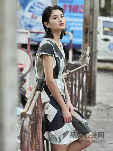 T&W女装2018春夏新款气质V领修身显瘦简约时尚短袖粗条纹