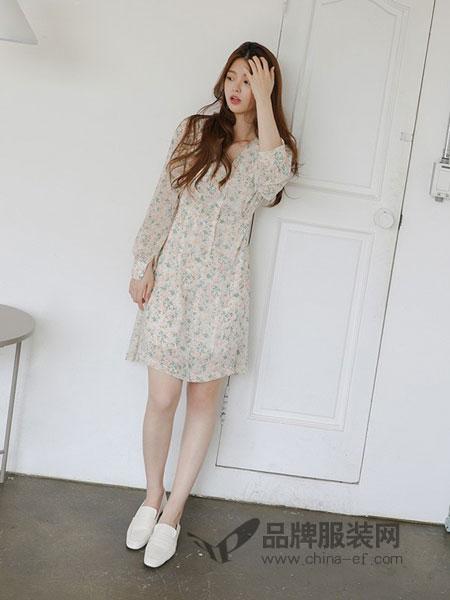 茜扣女装2018春夏可爱少女甜美花朵图案收腰连衣裙