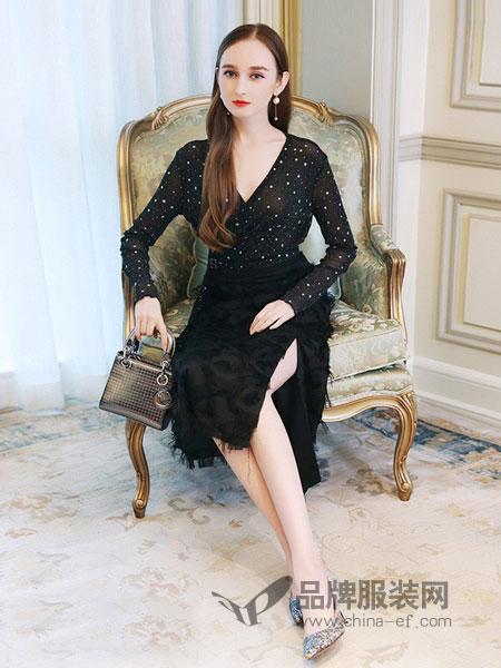 千姿惠Qanzhui女装2018春夏新款女装亮丝叠襟V领上衣+流苏羽毛开叉半身