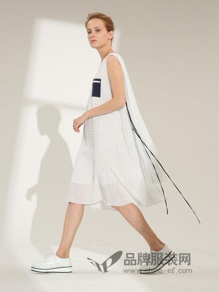 玛丝图女装 以极致简约,卓立优雅,纯粹自然的设计风格