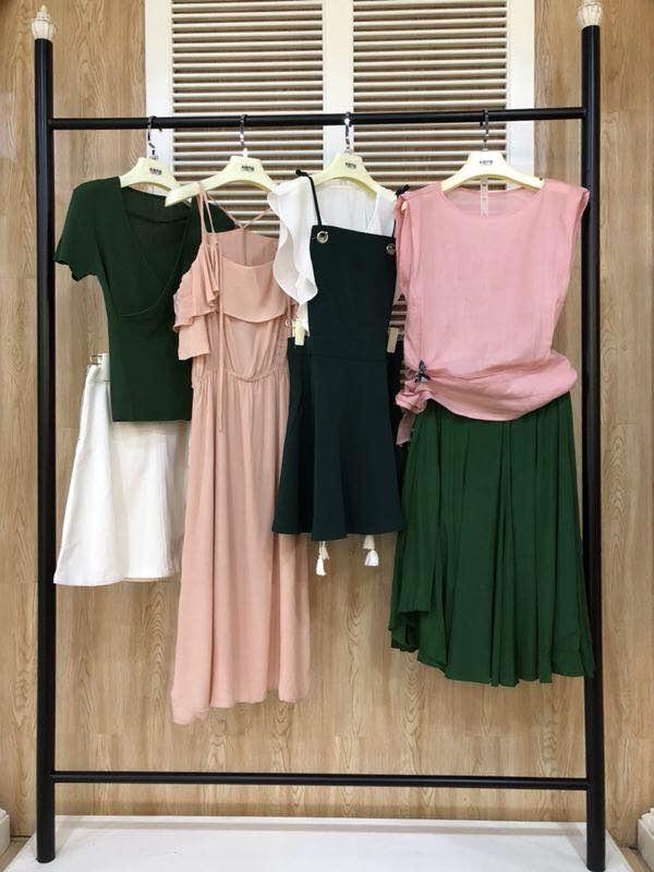 品牌折扣女装店应该如何选址装修  阿莱贝琳全程扶持