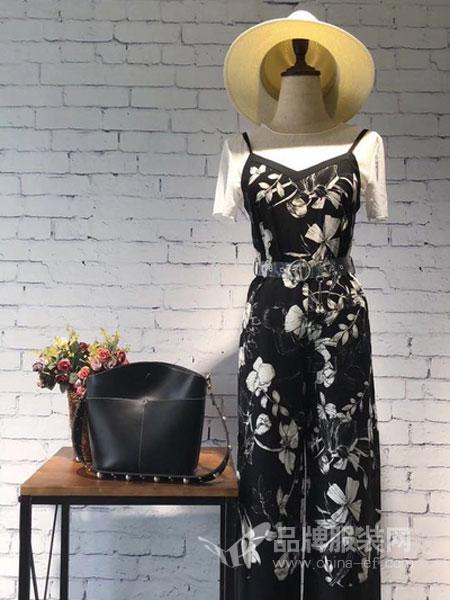 Qstyle女装2018春夏时髦背带吊带阔腿裤搭配时尚T恤套装女两件套