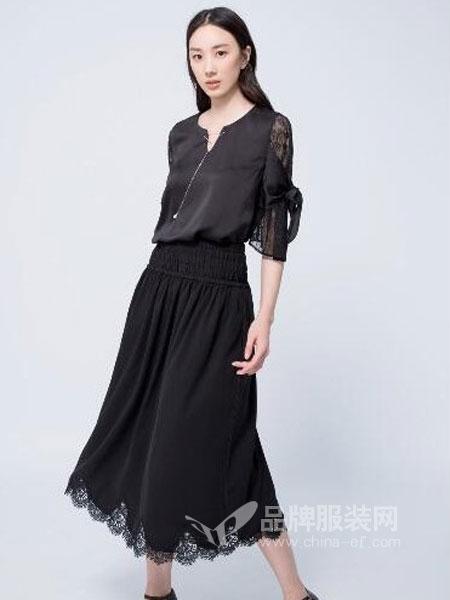 伊洛Iroo女装2018春夏韩版时尚休闲百搭显瘦两件套套装裙