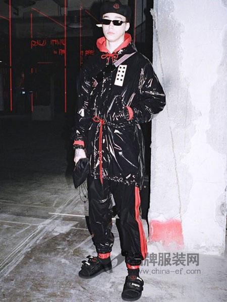 上异男装2018秋冬时尚反光漆皮质感宽松连帽防风套头夹克外套